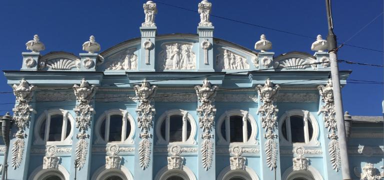 Маскароны на доме грибушина в Перми