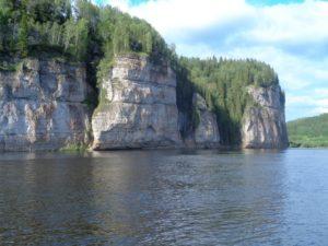 Камень Говорливый на реке Вишера