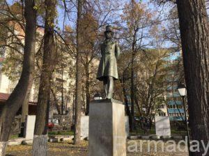 Барельефы у памятника Пушкину в Перми
