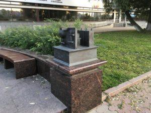 Приемник радиоволны часть скульптурной композиции