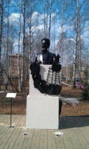 Памятник Чехову в парке Чехова в Перми