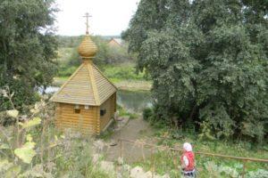 Святой источник рядом с женским монастырем в Верхнечусовских городках