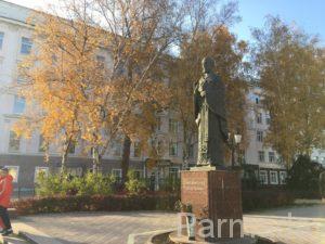 Осенний памятник Николаю Чудотворцу