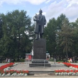 Памятник Ленину в городе пермь