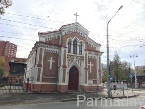 Фасад костела в Перми