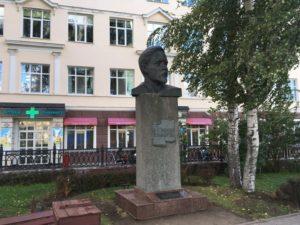 Бюст Дмитрия Мамина Сибиряка в Перми