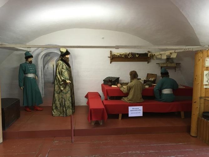 Экспозиция воссоздает сцену с воеводой в XVII веке