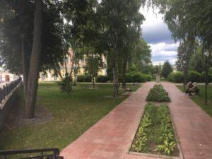 Сквер Губкина где находится памятник