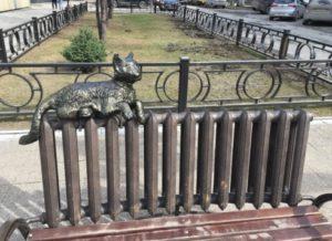Кот у здания Пермэнерго в Перми