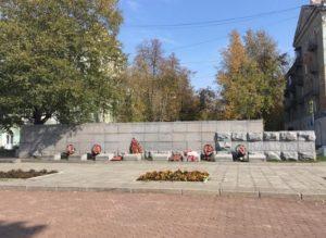 Памятник рабочим авиадвигателя, погибшим в годы Великой Отечественной войны.