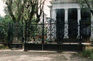 Ограда Михайловской церкви