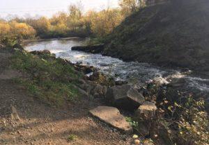 река Гайва под мостом