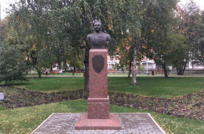 Бюст генерал-полковника В И Кузнецова в Перми