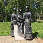 Памятник Три сестры в парке Чехова Пермь