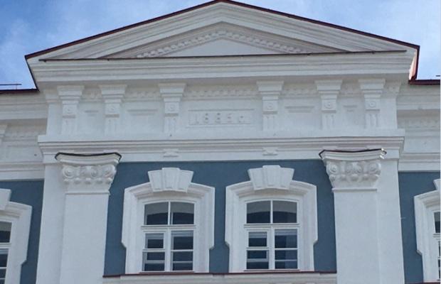 Цифры на здании института культуры